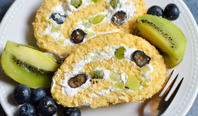 Kiwi and Blueberry Swiss Roll – VIDEO