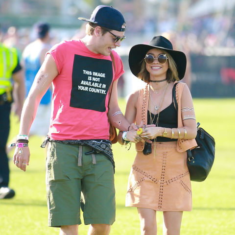 AGH, could Sarah and boyf Dominic Sherwood look any cuter? Digging the floppy hat and cute statement sunnies.&lt;br /&gt;&lt;br /&gt;<br />