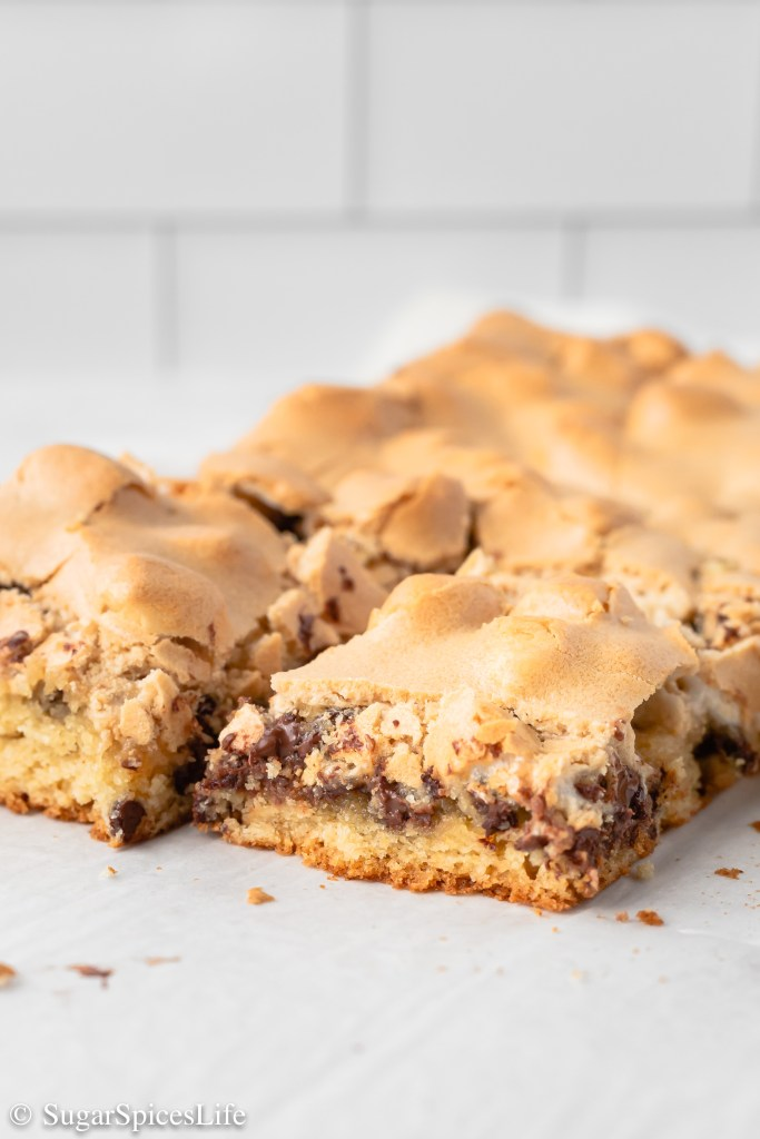 A brown butter chocolate chip cookie crust topped with marshmallows, chocolate chips, and a brown sugar meringue.These Brown Butter Mud Hen Bars are a game changing dessert bar.