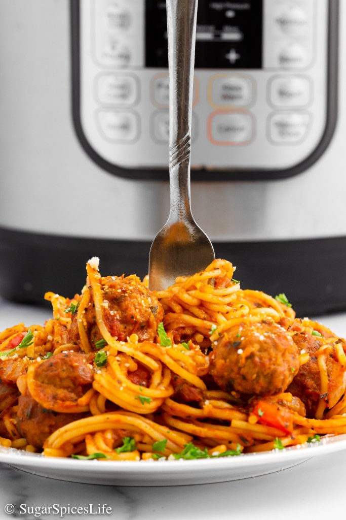 This Instant Pot Spaghetti is a quick, easy, tasty dinner that is perfect for a busy weeknight meal! Post also has lots of tips and tricks for cooking spaghetti in your pressure cooker.