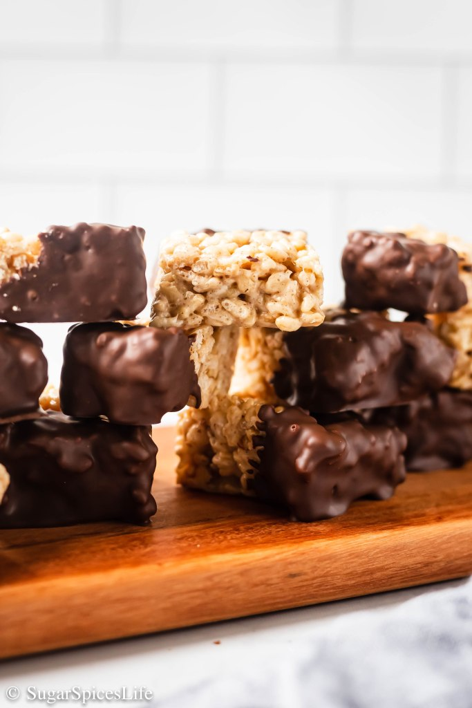 Pecans and white chocolate mixed with cinnamon and rice krispies, then dipped in chocolate. These Churro Rice Krispie Treats will bring a smile to any adult or child!