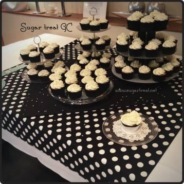 Black, white and silver theme cupcakes