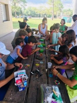volunteers made UV beaded bracelets to help see when to re-apply sunscreen