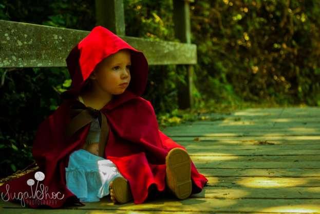 sweet-red-riding-hood-theme-portrait