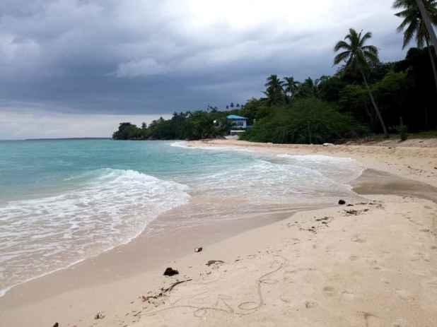 lambug-beach-badian