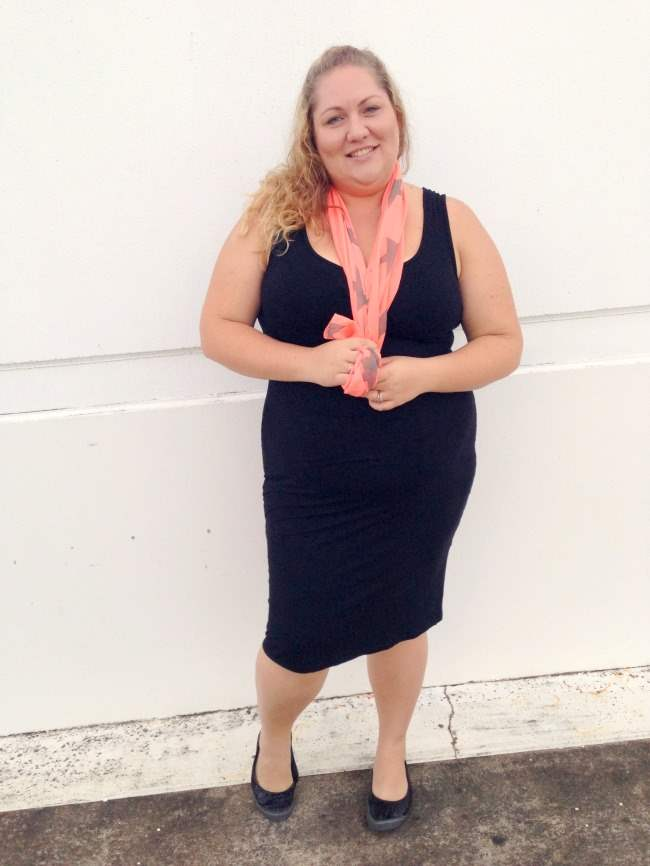 plus size body con outfit with scarf 004