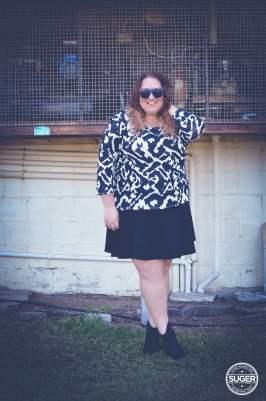 monochrome mid-season outfit plus size-5