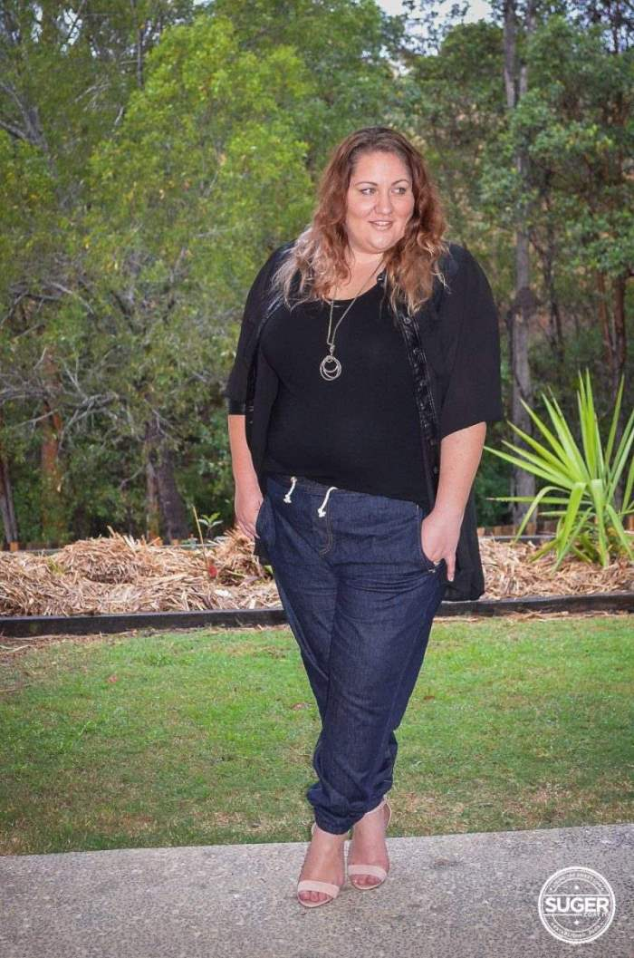slouch jogger plus size outfit with heels-1
