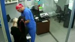 【犬猫動物動画まとめ】A cat tries to save a dog from a vaccine at the vet