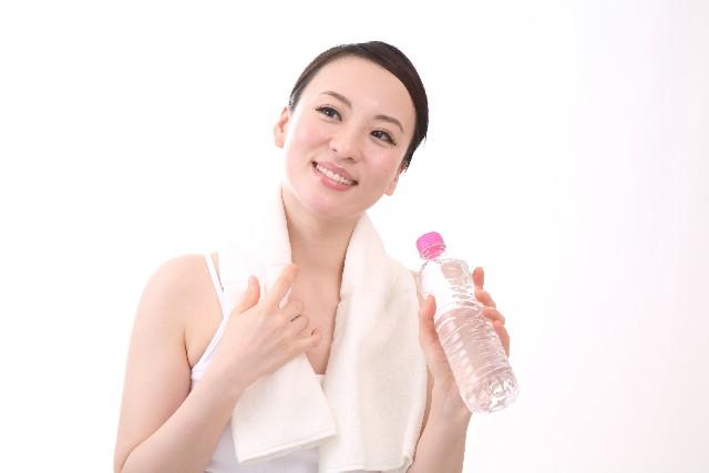 ペットボトルの水を飲むと危険