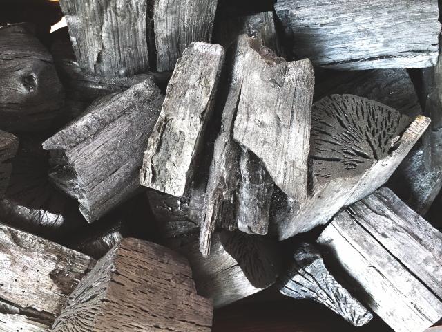 三菱の炊飯器の内窯に本炭
