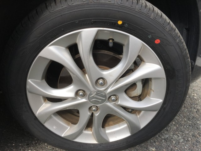 新しいタイヤのタイヤフッド