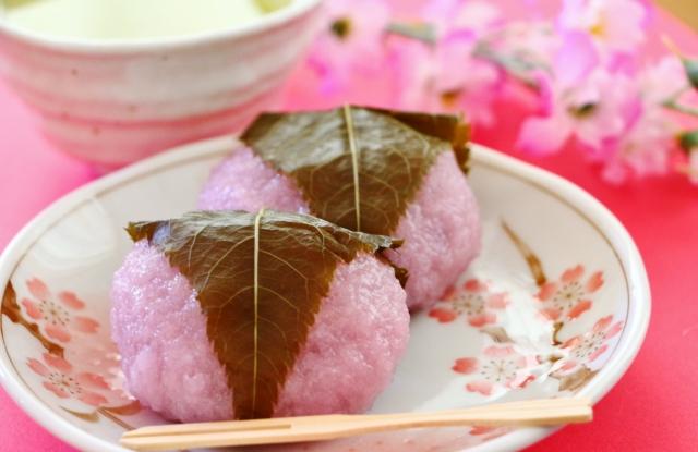 桜餅の葉を食べるか