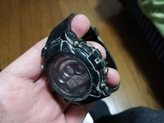 汚れた腕時計