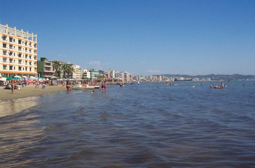 (VIDEO) Dyshohet që një kosovar ka vdekur në plazhin e durrësit