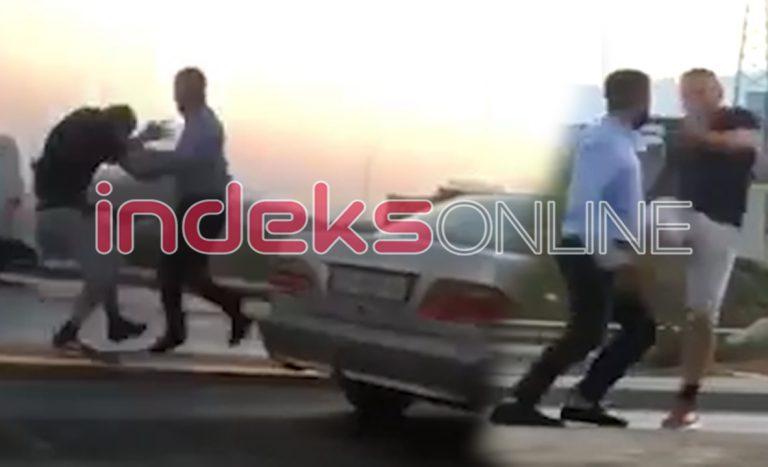 Rrahje mes dy personave në Prishtinë, boksa e shqelma, njërit i fluturon këpuca