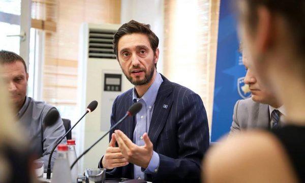 Uran Ismaili pas publikimit të fakteve për vrasjen e Ukshin Hotiti kërkon krijimin e Trubinalit për t'i dënuar krimet serbe