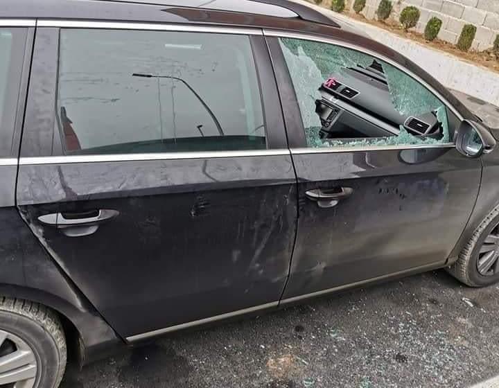 Suharekë: Arrestohen nga policia dy përsona, pasi gjuajtën me gur një veturë