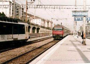 CH - CFF Bt VU IV (EC) et RBDe 560 à Neuchâtel