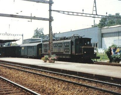 CH - CFF Ae 4/7 avec train postal à Nyon