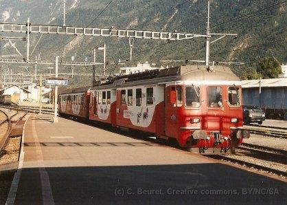 CH - MO, ABDe 4/4 + Bt en livrée St-Bernard-Express