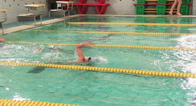 【スイミングスクール練習量】小学生の選手・育成コースの泳ぐ距離とは