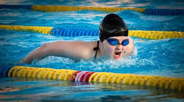 【水泳4泳法の泳ぎ方】クロールだけでなくバタフライ等を速く長く泳ぐ練習法
