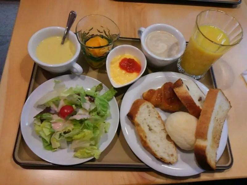 焼き立てパン食べ放題のワンコインモーニング【エンカッピオ】