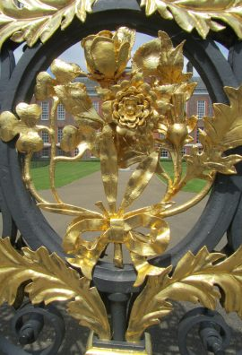 Searching for the Royals at Kensington Palace