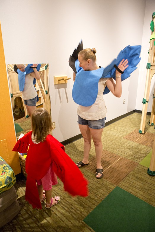 Photo courtesy of the Connor Prairie website showing a mother and her daughter dressing up at a discover exhibit.
