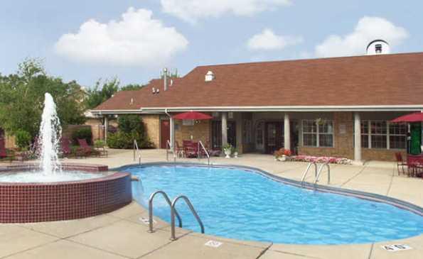 deer-run-apartments-milwaukee-wi-pool