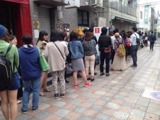 Macho Cafe Bikin Wanita Jepang Antri Untuk Duduk Bersama Cowok Macho