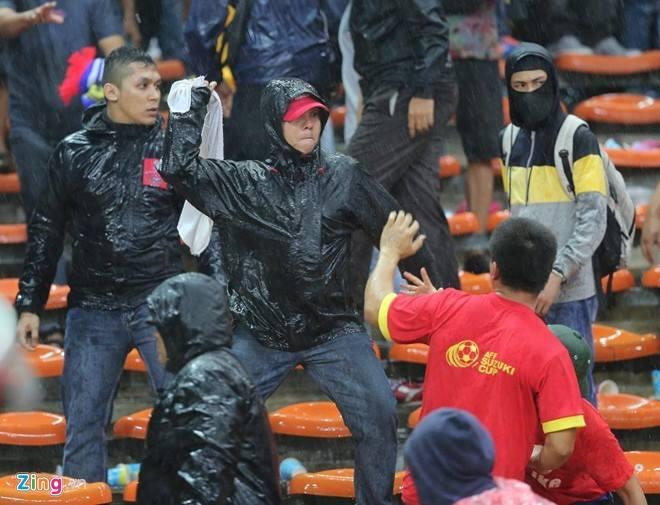 Gambar Pergaduhan Ketika Perlawanan Malaysia vs Vietnam 01