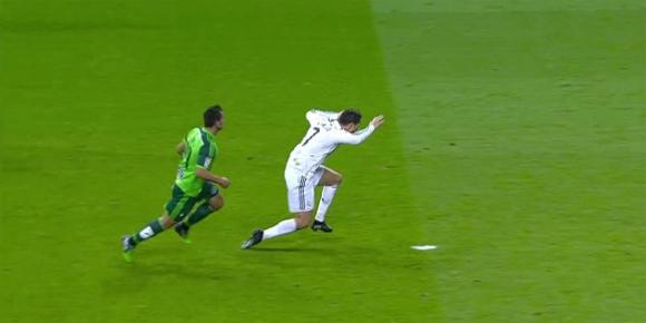 Video-Cristiano-Ronaldo-Berlakon-Untuk-Dapatkan-Penalti
