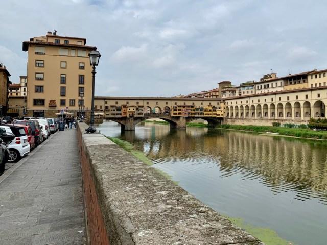 Ponte Vecchio, Florence, Italy - Тот самый мост с кучей ювелирных магазинов.