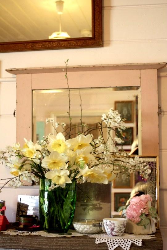 mirror, daffodils