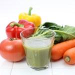 ハチミツを野菜ジュースに入れて貧血やめまい軽減