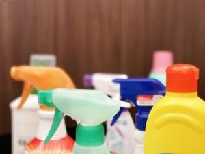 たくさんの掃除用洗剤