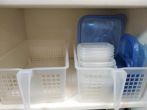 保存容器(タッパー)を重ねて収納