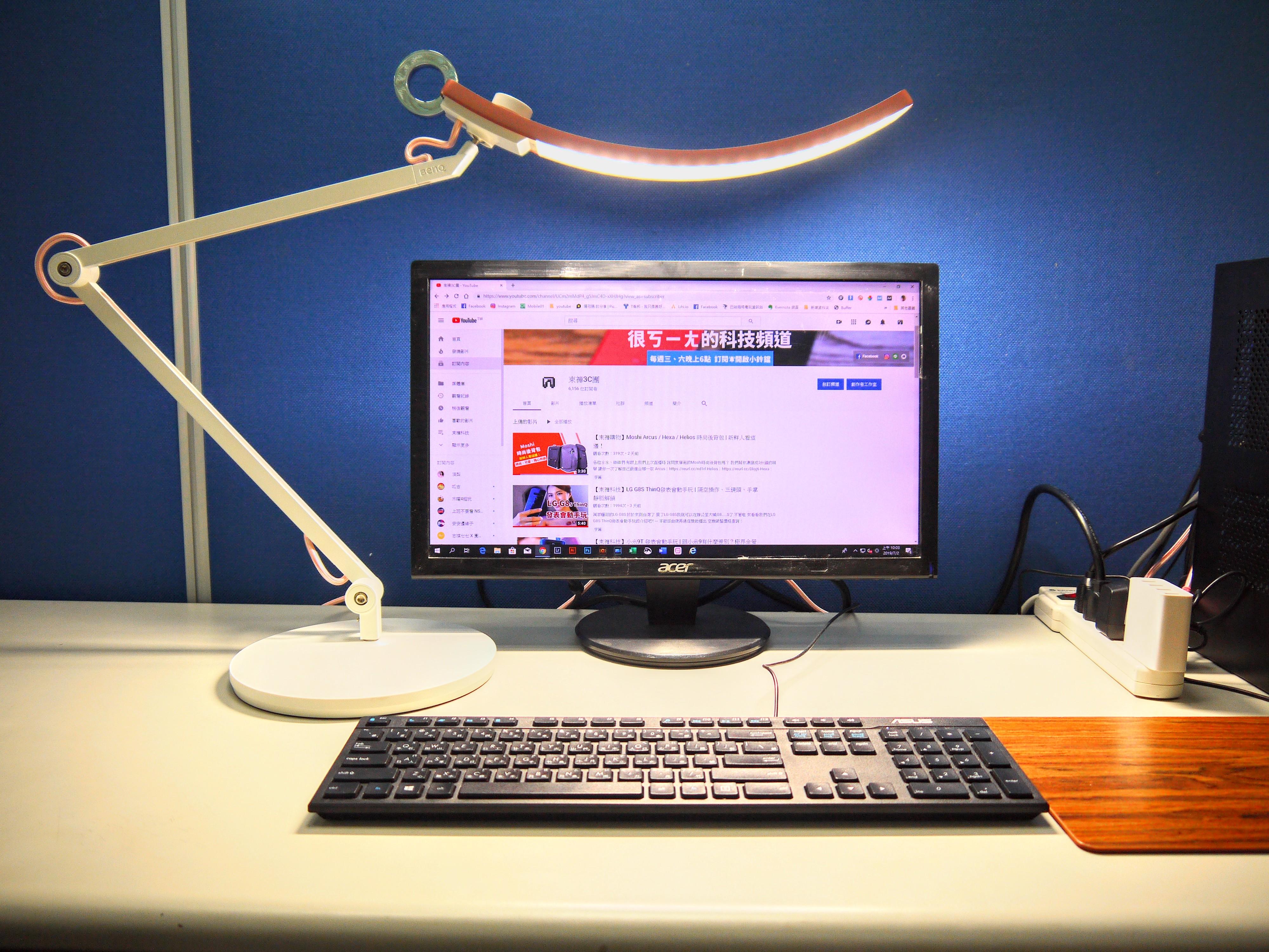 面帶微笑,BenQ帶給你最舒適的好閱讀, BenQ WiT 螢幕閱讀檯燈
