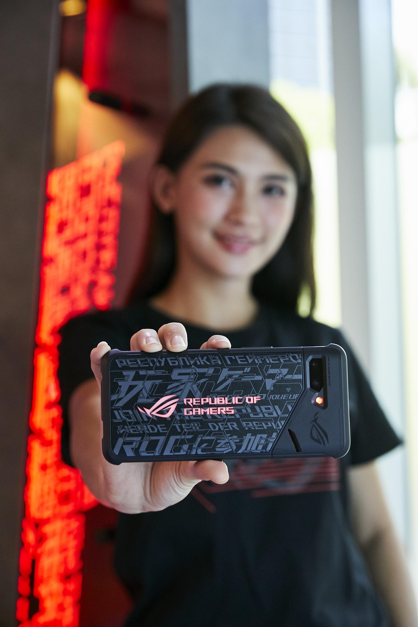 ROG Phone II 加贈「炫光智慧保護殼」活動同步延長至9月30日。