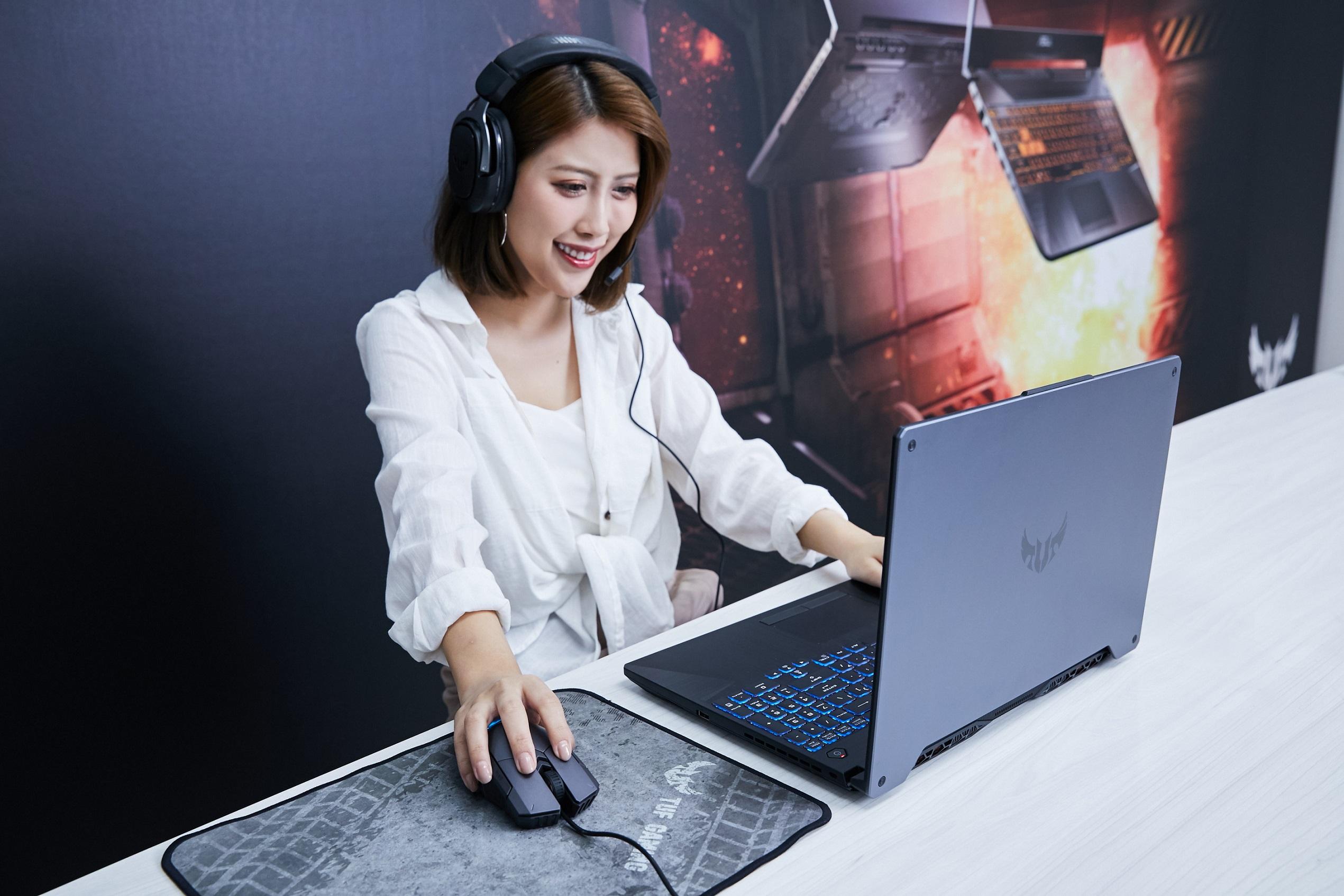 ASUS TUF Gaming A15/A17配備IPS級窄邊框螢幕與7.1聲道虛擬環繞音效的揚聲器,提供玩家劇院級的娛樂體驗。