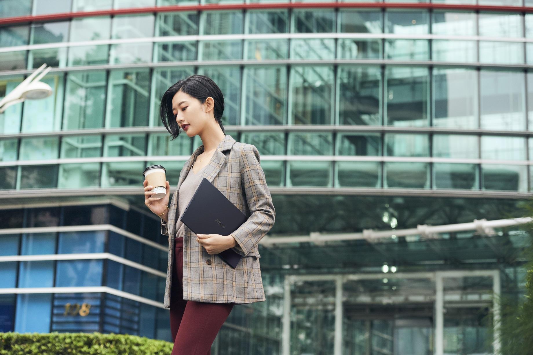 ASUS ExpertBook B9是專為商務與專業人士設計的強大筆電,提供更勝以往的優越使用體驗。