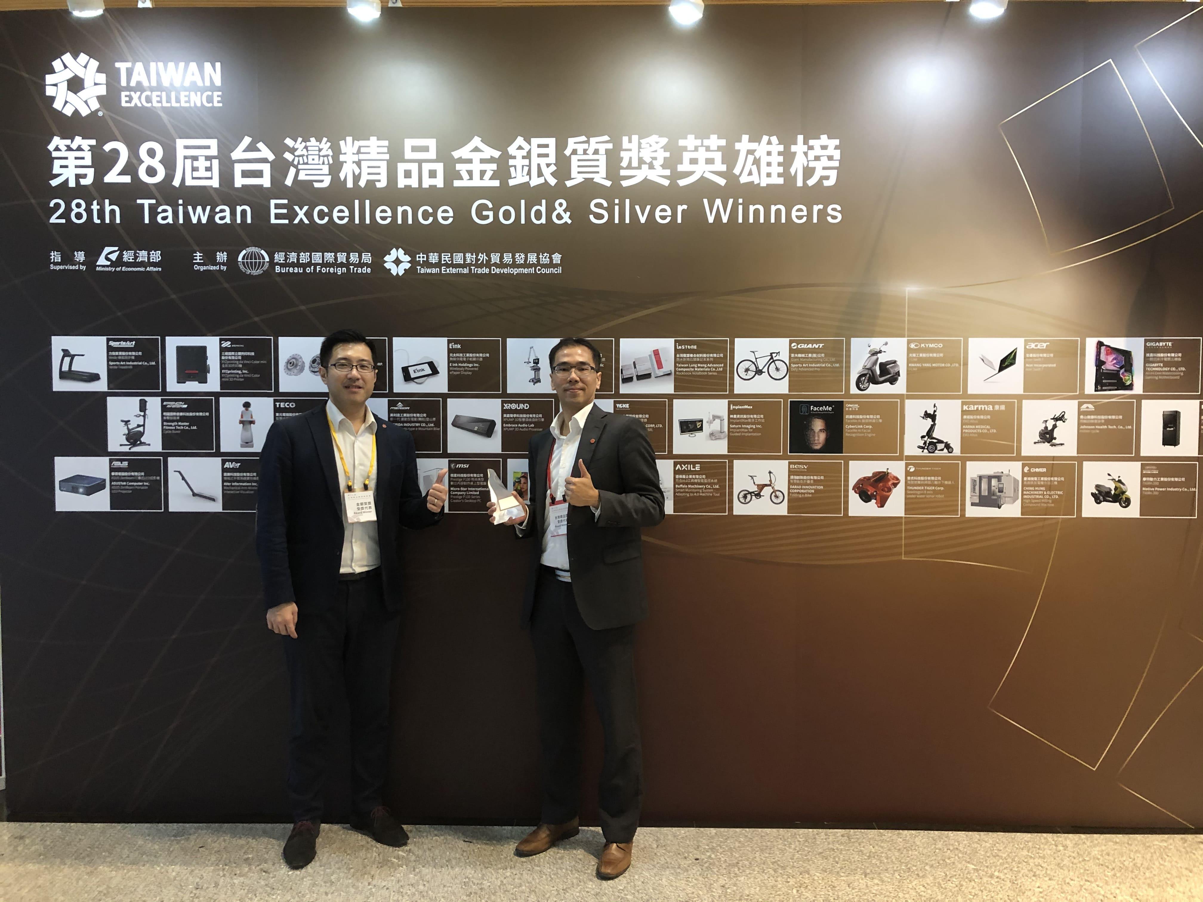 -XROUND目標三年內拓展進攻馬來西亞、新加坡與美國市場,「錢」進世界聲學舞台 。左起:英霸聲學科技股份有限公司執行長李鵬、英霸聲學科技股份有限公