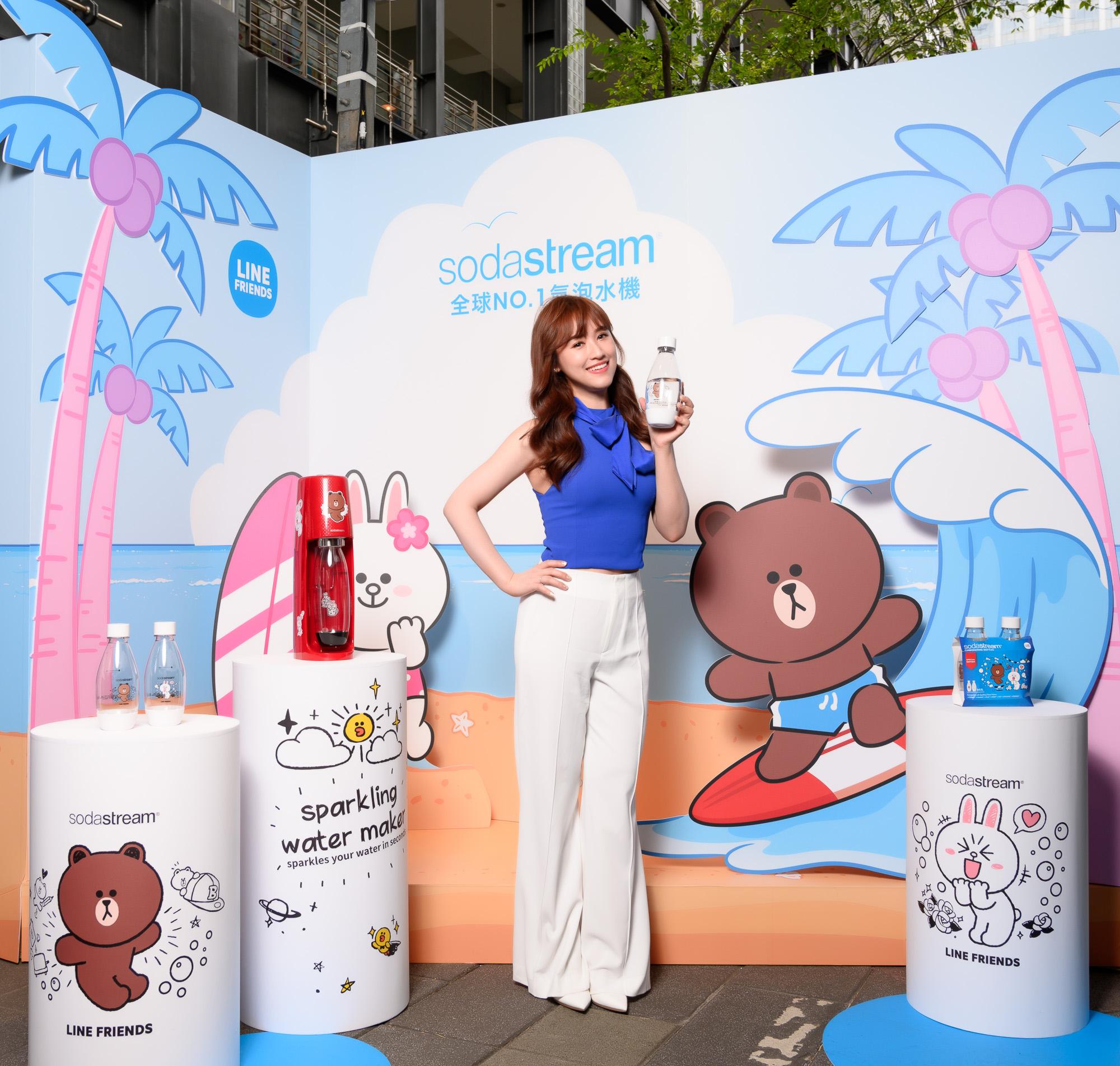 sodastream與LINE FRIENDS攜手合作,推出10週年限量款紀念款,讓熊大和兔兔能躍上sodastream專用水瓶和氣泡水機身上!