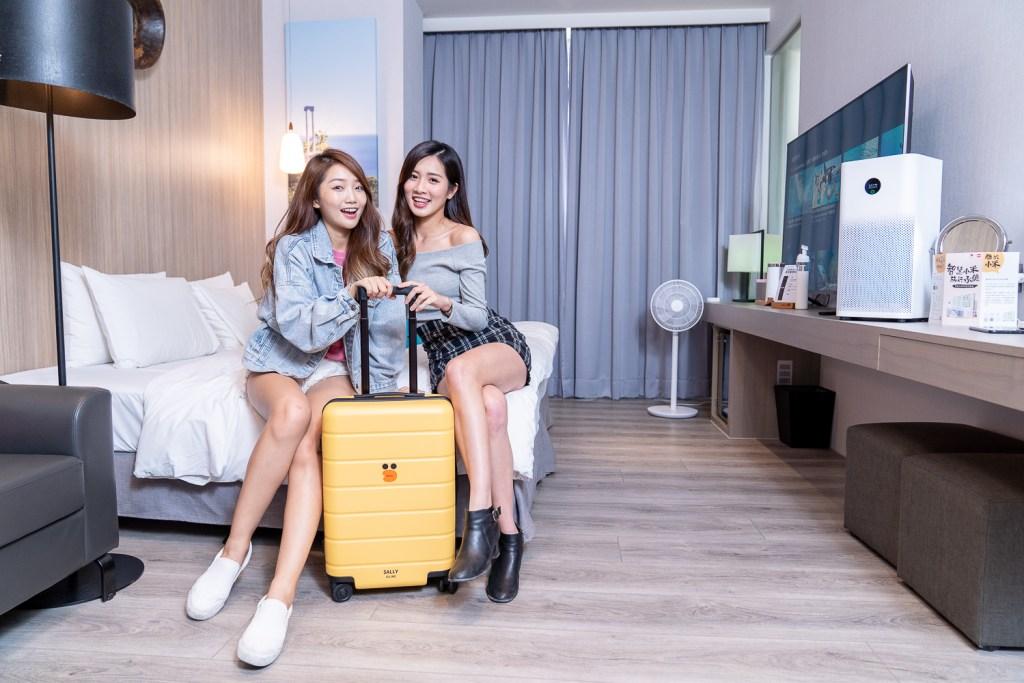 小米與LINE FRIENDS聯名推出超萌限量新品「LINE FRIENDS 20吋旅行箱 莎莉限定版」,以旅遊必備