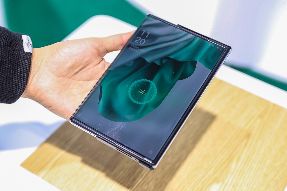 OPPO展示OPPO-X-2021卷軸式螢幕,以及超前業界的隔空充電技術