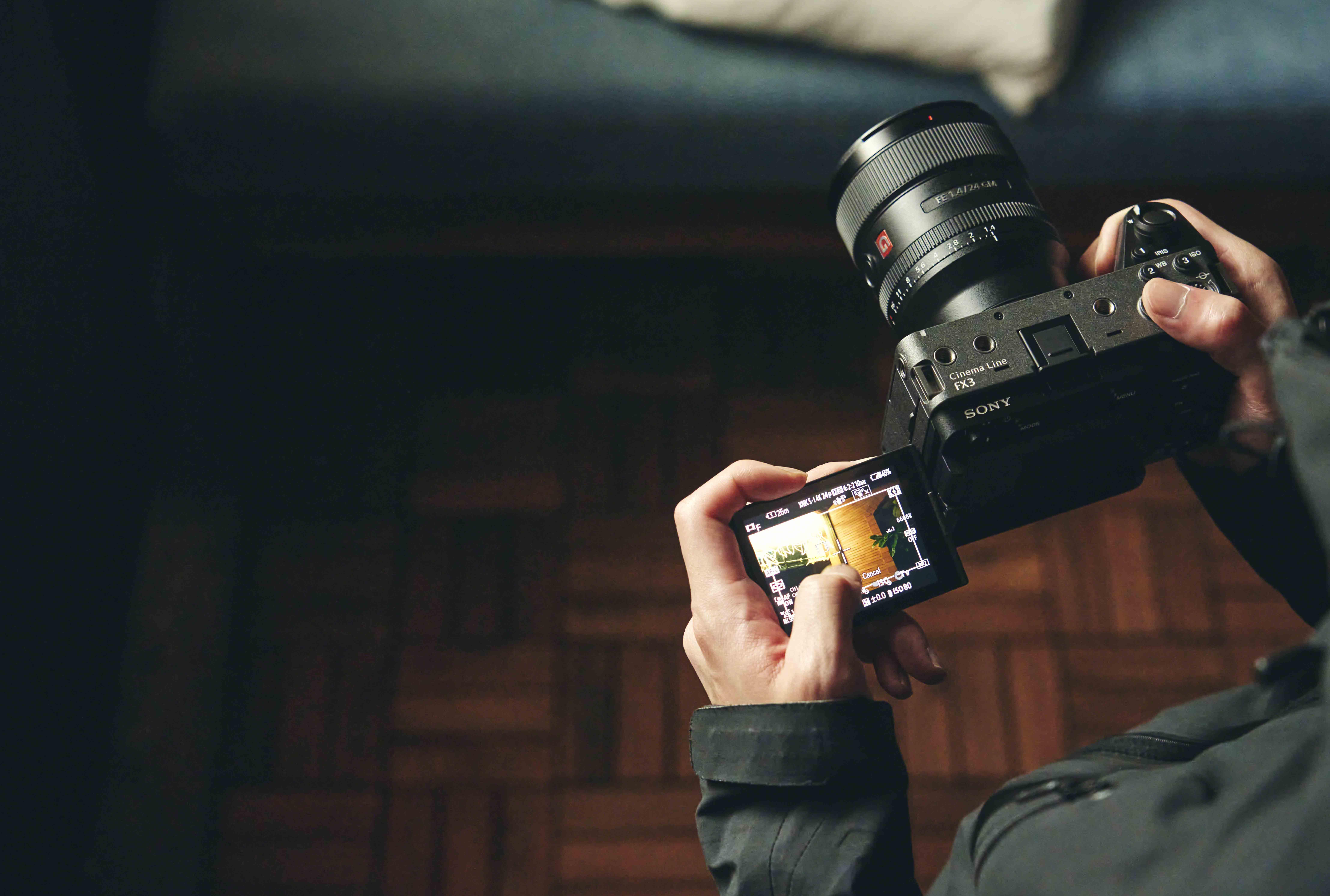 Sony FX3 採用高速混合式自動對焦系統,配備即時眼部偵測自動對焦與觸控追蹤