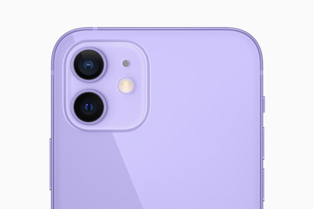 iPhone 12 與 iPhone 12 mini 先進的雙相機系統配備超廣角相機與全新的廣角相機,且所有相機均具備「夜間」模式。