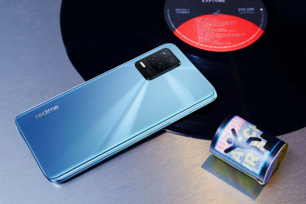 realme 8 5G具備輕潮特色,為萬元內最好入手的5G新機之選。